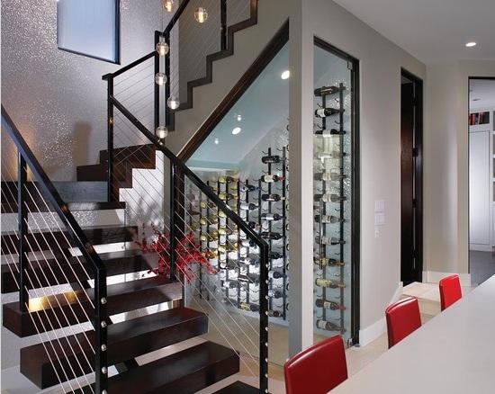 adega em casa espaço sob escada