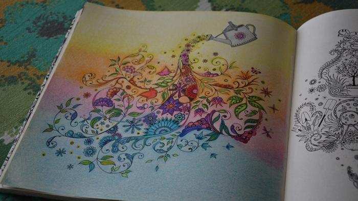 flores jardim secreto:Jardim Secreto Livro de Colorir Regador