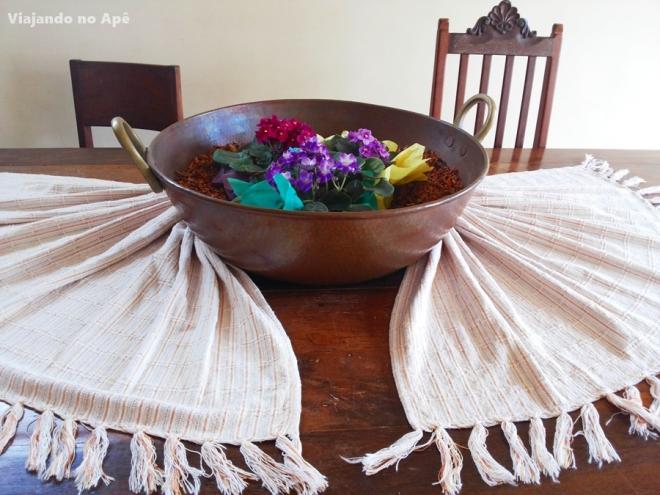 arranjo de mesa flores toalha decoraçao